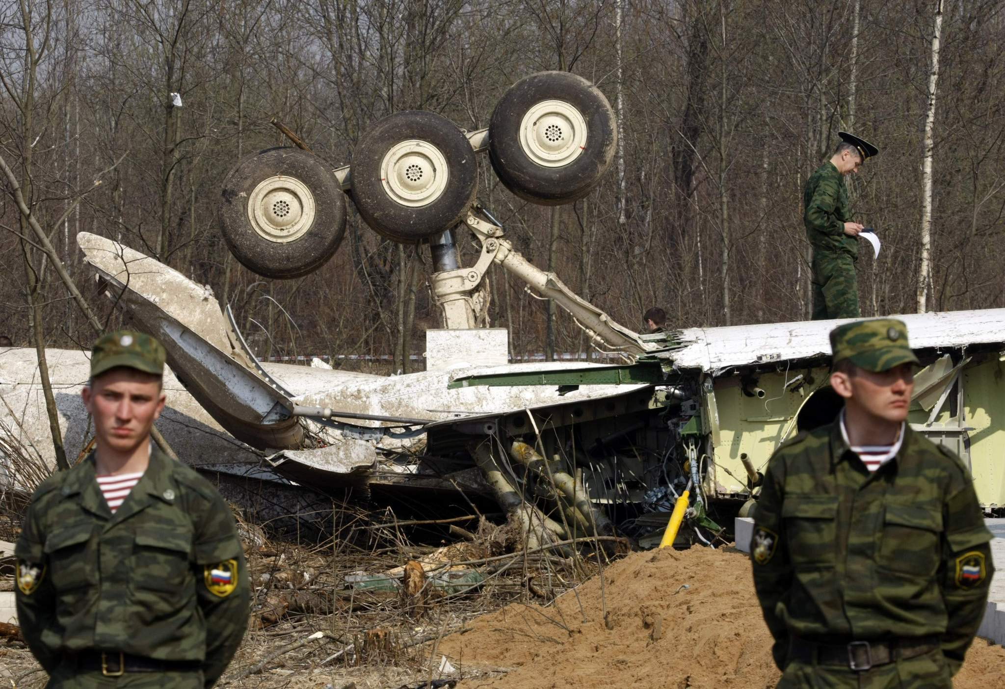 russian-soldiers-at-crashjpg-069d011274c