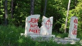 z20143755Q,Pomnik-poswiecony-rajgrodzkim-Zydom--ktorzy-zginel (1)